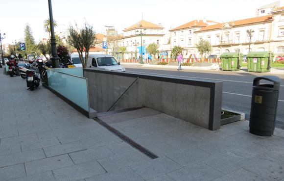 acceso peatonal parking areal lateral